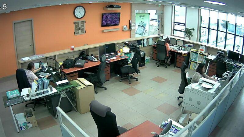 intrise office_fullsize1.jpg